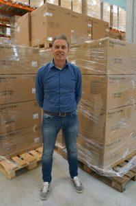 Paul Koch ist Geschäftsführer der 1993 gegründete Unternehmen CDS Service GmbH ist ein Technologiedienstleister, der den Brückenschlag zwischen Logistik und IT-Service beherrscht und seinen Kunden in diesem Bereich maßgeschneiderte Lösungen anbietet. Im Auftrag namhafter Hersteller, darunter seit fast zwei Jahrzehnten auch KYOCERA, wickelt CDS den sogenannten Demogeräte-Service ab. Das Unternehmen beschäftigt an zwei Standorten in Lage (Ostwestfalen) und Böblingen rund 100 Mitarbeiter.