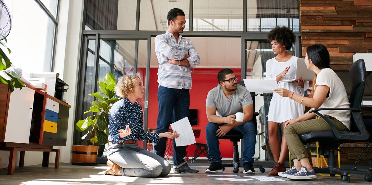 Kollaborierende Kollegen: Wie Teamarbeit Bürogrenzen überschreitet